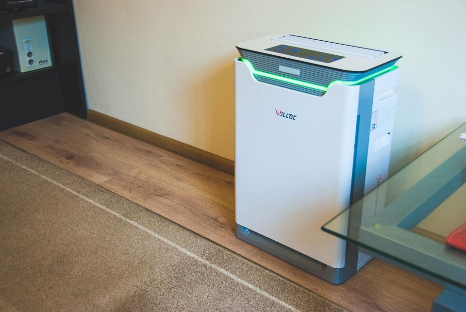 Oczyszczacz Welltec APH420H umieszczony w pokoju
