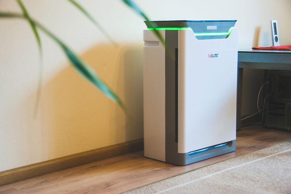 Oczyszczacz powietrza Welltec APH 420H przy ścianie