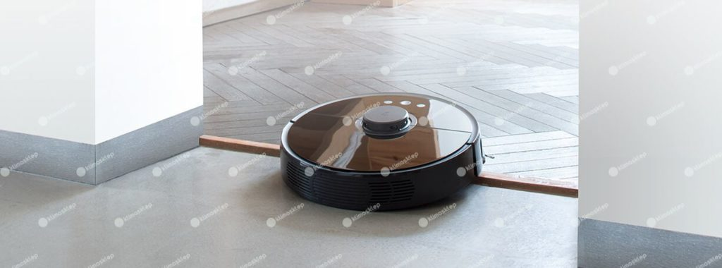 robot bez problemu przejeżdża przez próg pokoju
