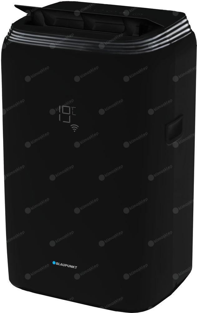 zdjęcie przedstawia klimatyzacator blaupunkt mb1111tb. Urządzenie jest ustawionepod kątem, tak że widać jego przód oraz bok. Klimatyzator jest w kolorze czarnym. Widoczny jest wyświetlacz wtopiony w obudowę co dodaje klimatyzatorowi uroku