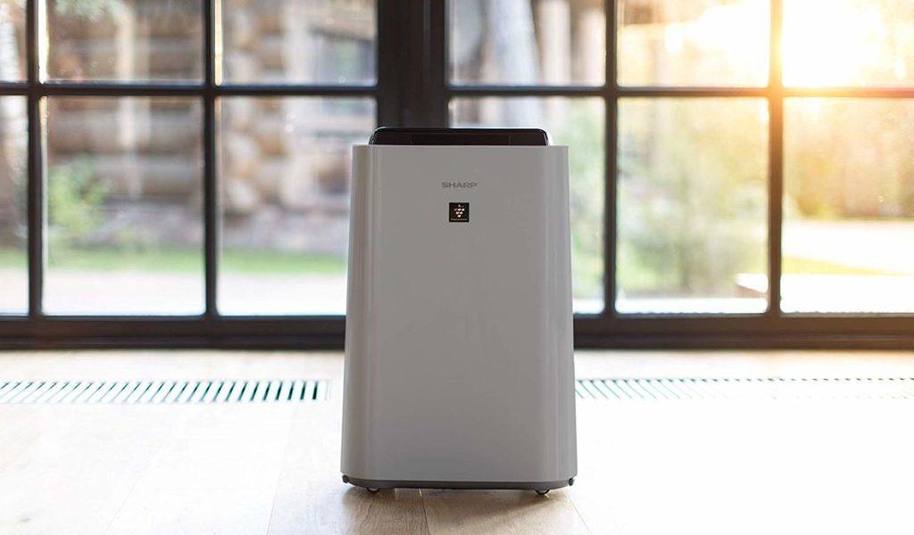 Oczyszczacz Sharp UA-HD50E-L to kolejna ciekawa pozycja wśród oczyszczaczy powietrza z nawilązniem