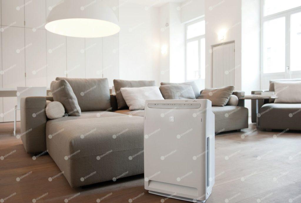 Oczyszczacz Daikin MC70L w salonie